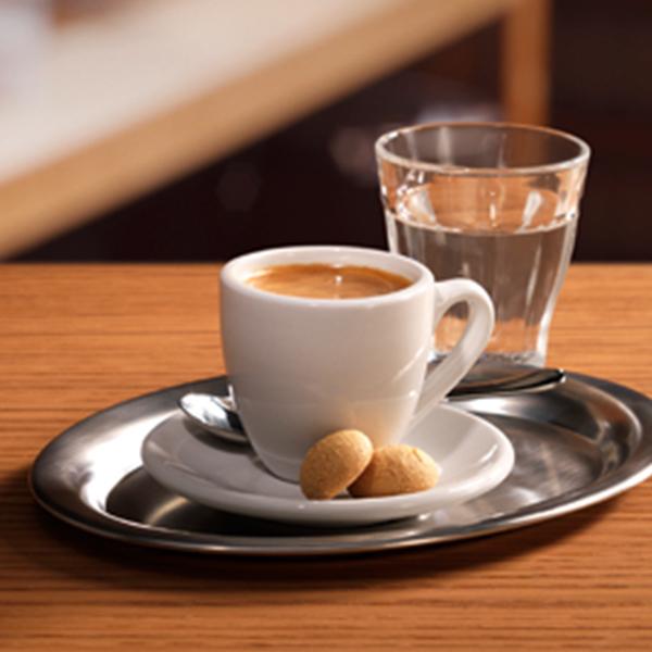 دلیل خوردن آب بعد از قهوه